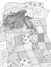 Девушка с длинными волосам спит на кровати укрывшись одеялом из узоров Раскраски для взрослых антистресс
